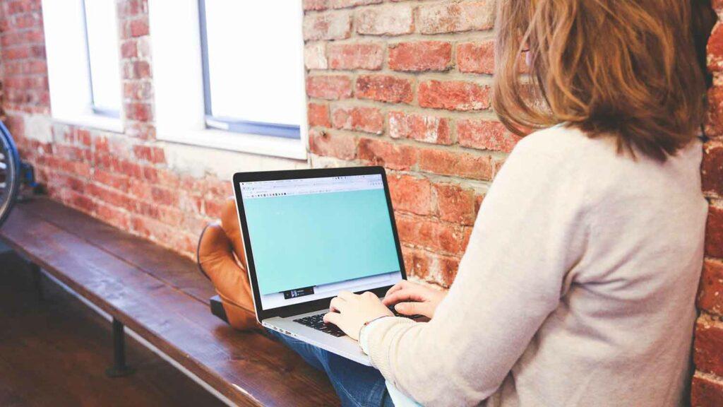 Make Money As Social Media Manager